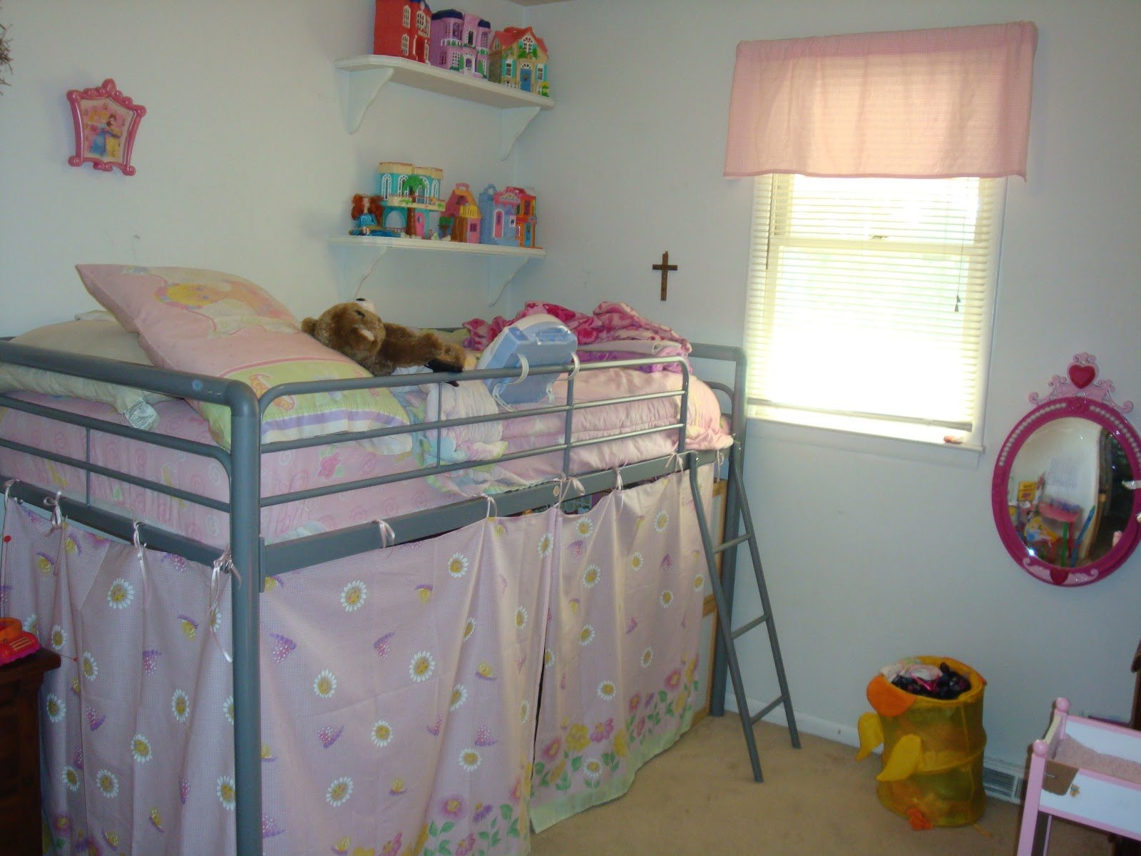 Best Helpingmoms Home How I Organize A Small Bedroom With Pictures