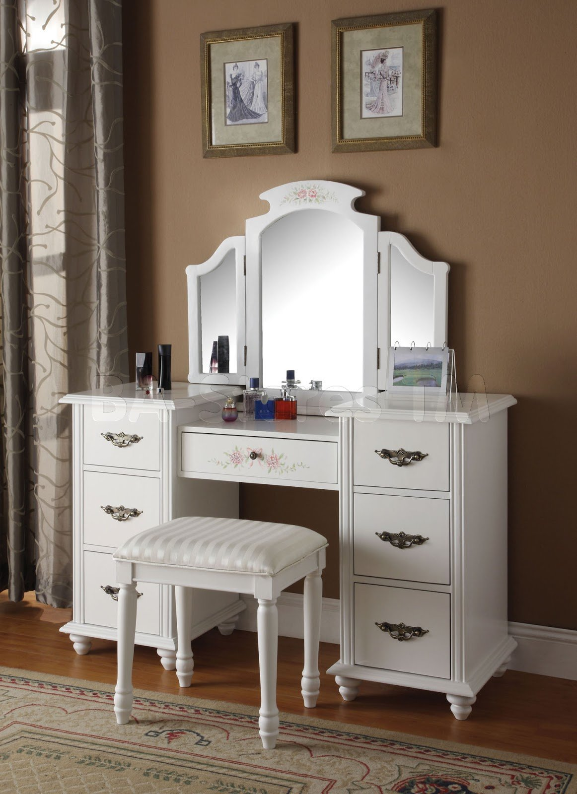 Best Bedroom Vanities A New Female S Best Buddy Dreams House Furniture With Pictures