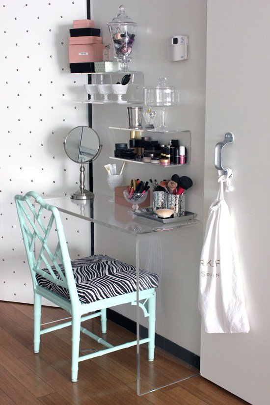 Best Good Ideas For A Vanity Table Make Up Station For A Small With Pictures