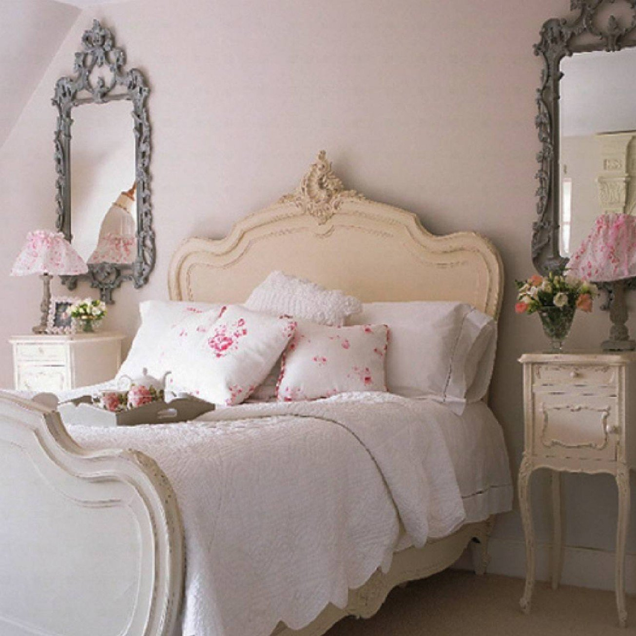 Best Bed Decor Ideas Small Master Bedroom Decorating Ideas With Pictures