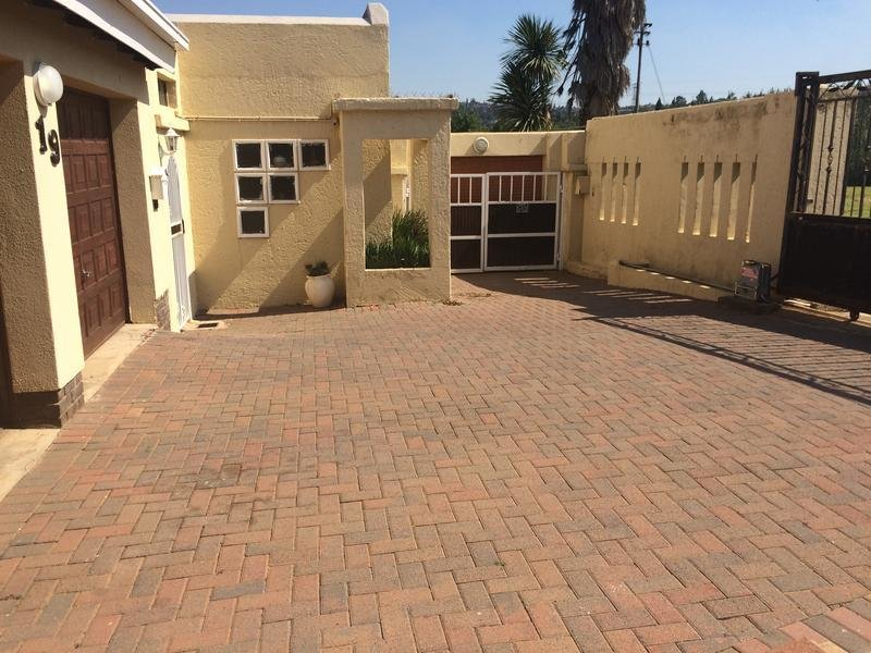 Best 3 Bedroom House For Rent In Suideroord Johannesburg With Pictures