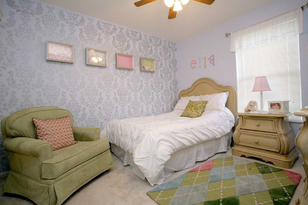 Best Damask Stencil Wall For Daughters Bedroom How To Nest With Pictures