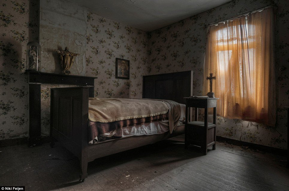 Best Photographer Niki Feijen S Eerie Images Of The Abandoned With Pictures