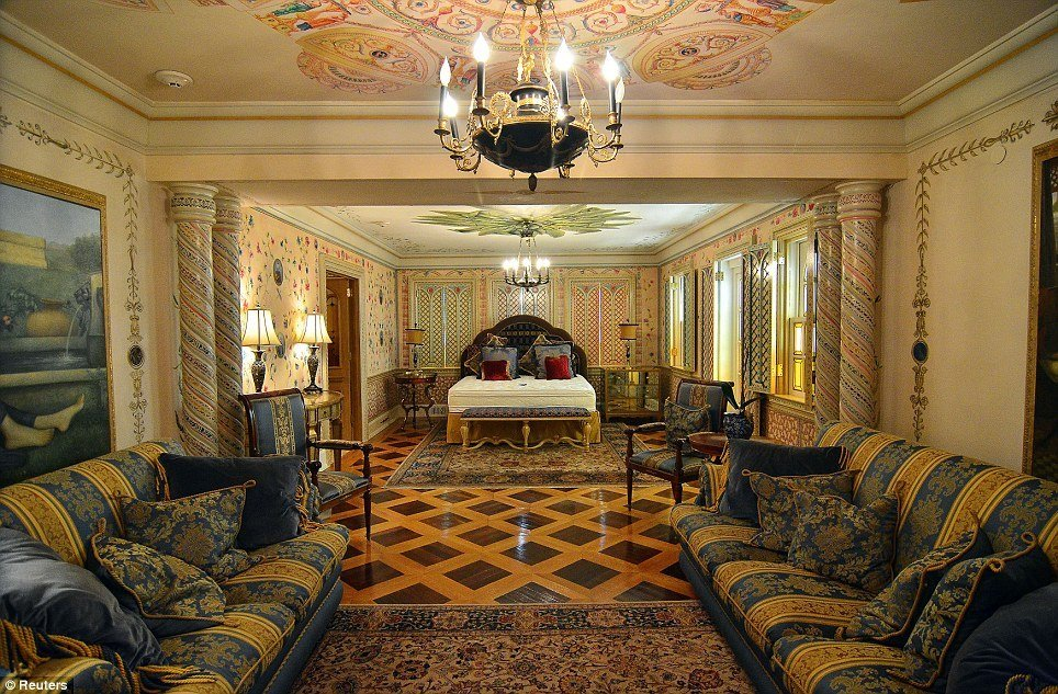 Best Versace Mansion Yours For Around £16M At Auction An 80 With Pictures