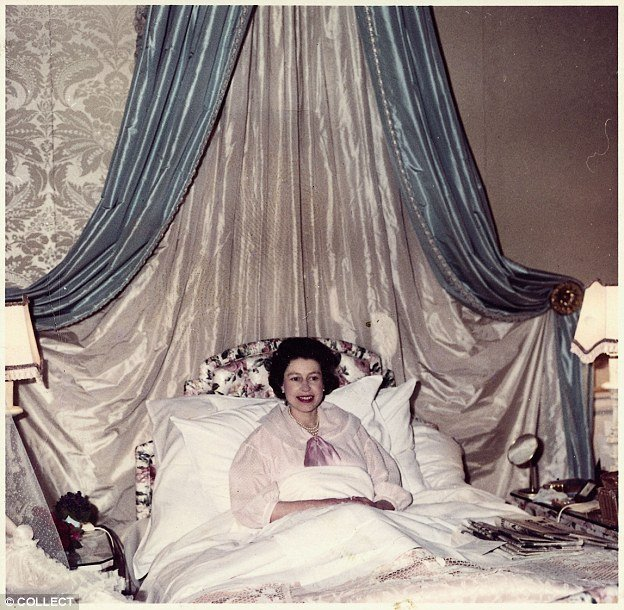 Best The Queen Stories From The 60S From Annointing Prince With Pictures