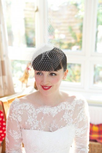 Free Lipstick And Curls 1950'S Bridal Hair And Make Up Styling Wallpaper