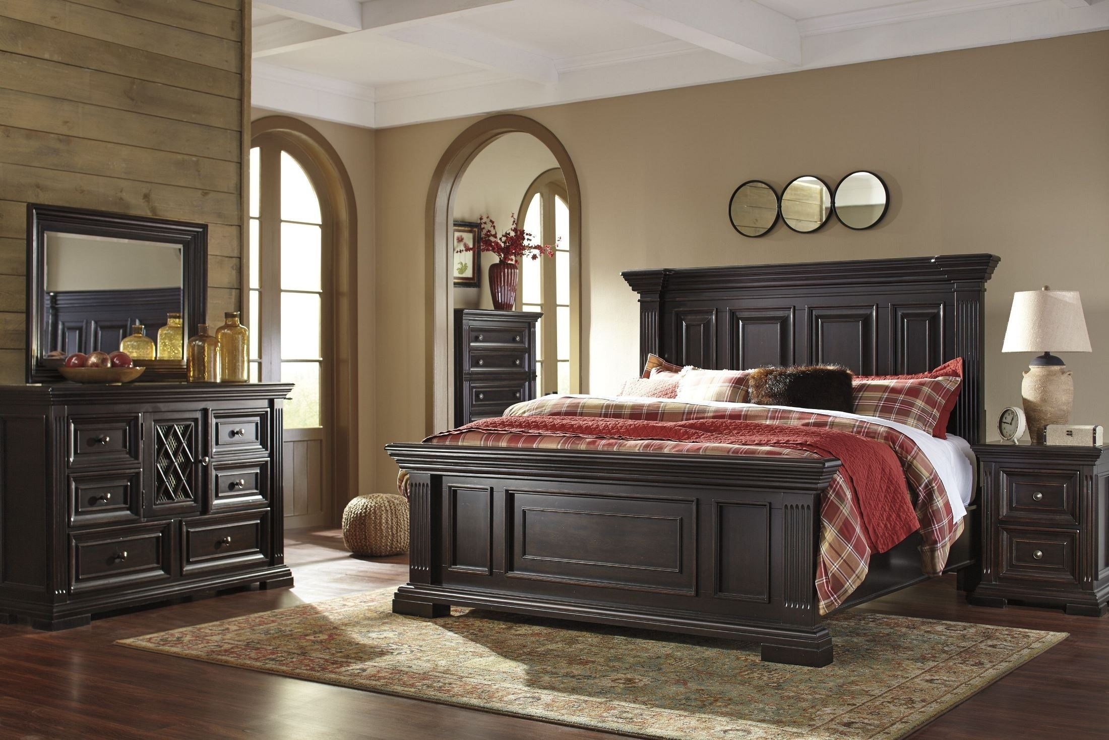 Best Willenburg Dark Brown Panel Bedroom Set B643 57 54 96 Ashley With Pictures
