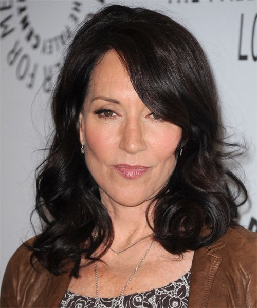 Free Katey Sagal Medium Wavy Casual Hairstyle With Side Swept Wallpaper