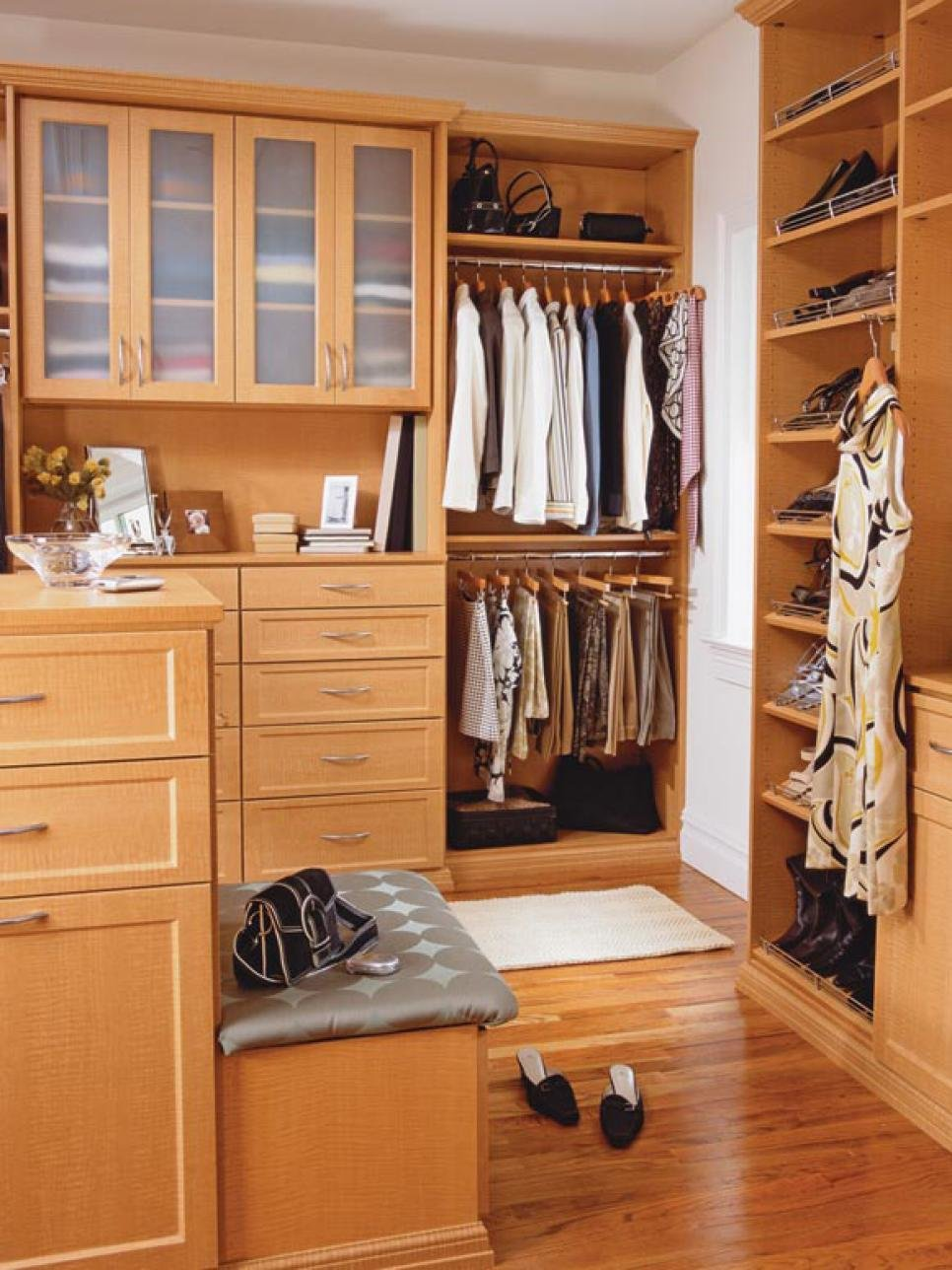 Best 10 Stylish Walk In Bedroom Closets Hgtv With Pictures