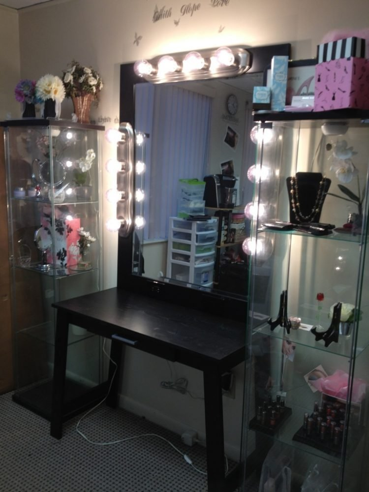 Best How Dazzling Makeup Vanities For Bedrooms With Lights With Pictures