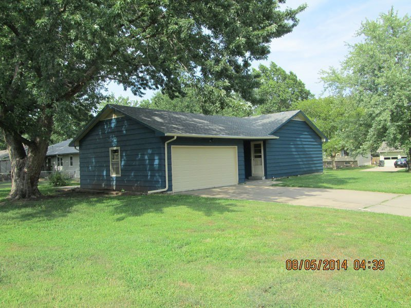 Best 901 Sunrise Drive Emporia Ks — 3 Bedroom 2 Bath House With Pictures