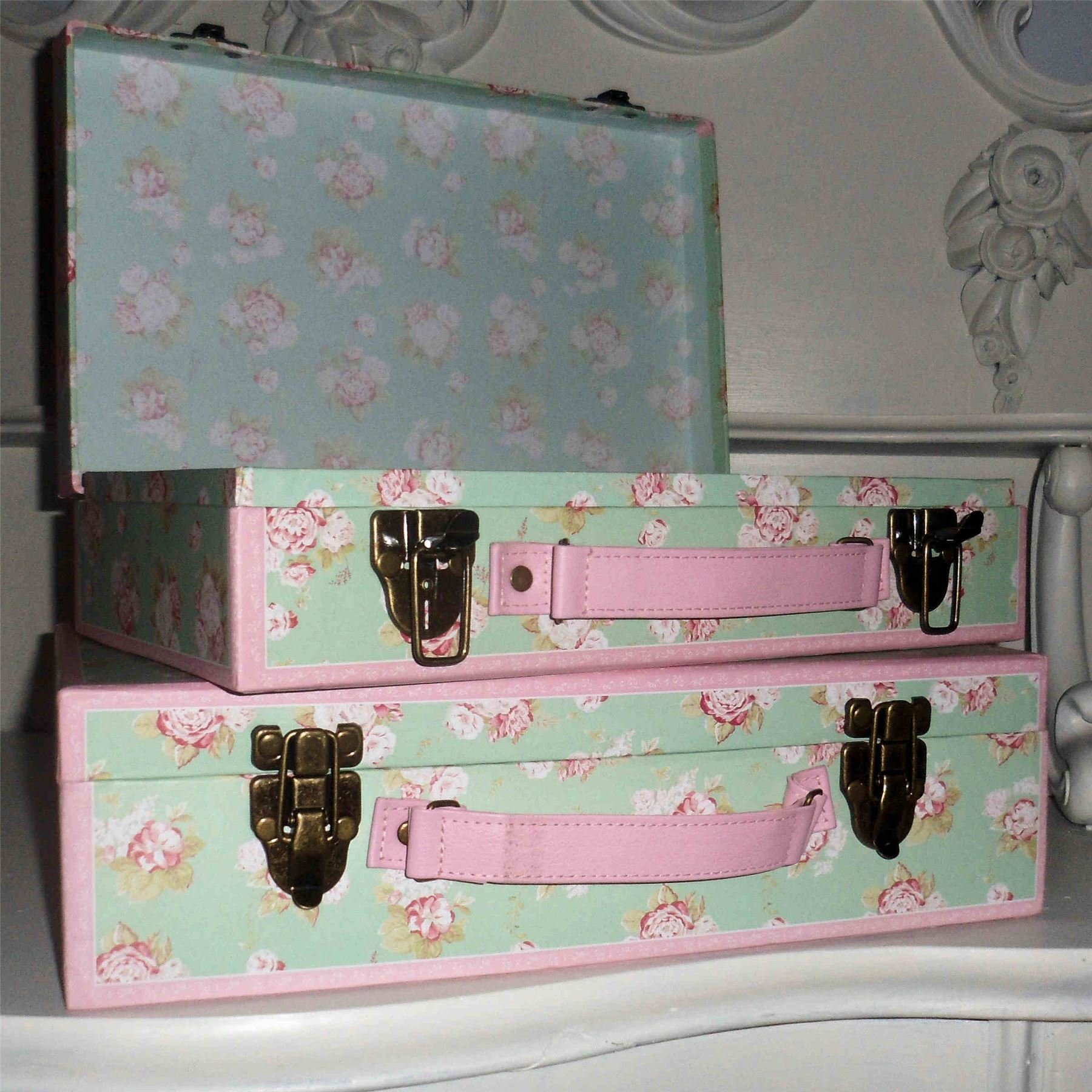 Best 2 Vintage Pretty Storage Suitcases Bedroom Boxes Trunks With Pictures