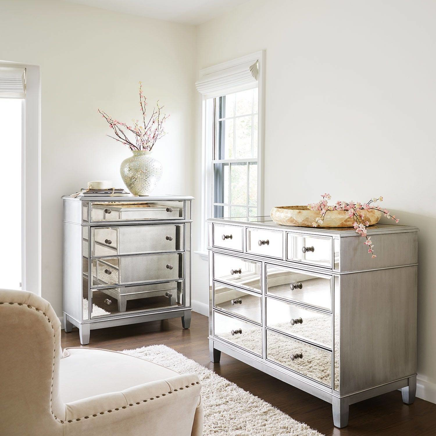 Best Hayworth Mirrored Silver Chest Dresser Bedroom Set With Pictures