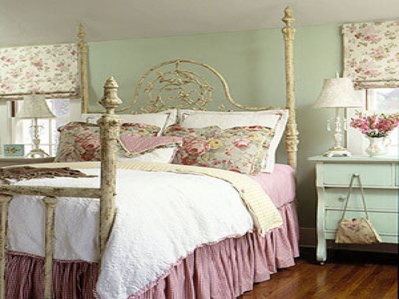 Best Tips For Decorating With A Rose Comforter Interior With Pictures