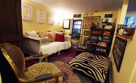 Best Woman Turns Her Tiny 200 Square Foot Brooklyn Apartment With Pictures