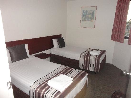 Best Twin Bed Bedroom Picture Of Atrium Resort Mandurah With Pictures