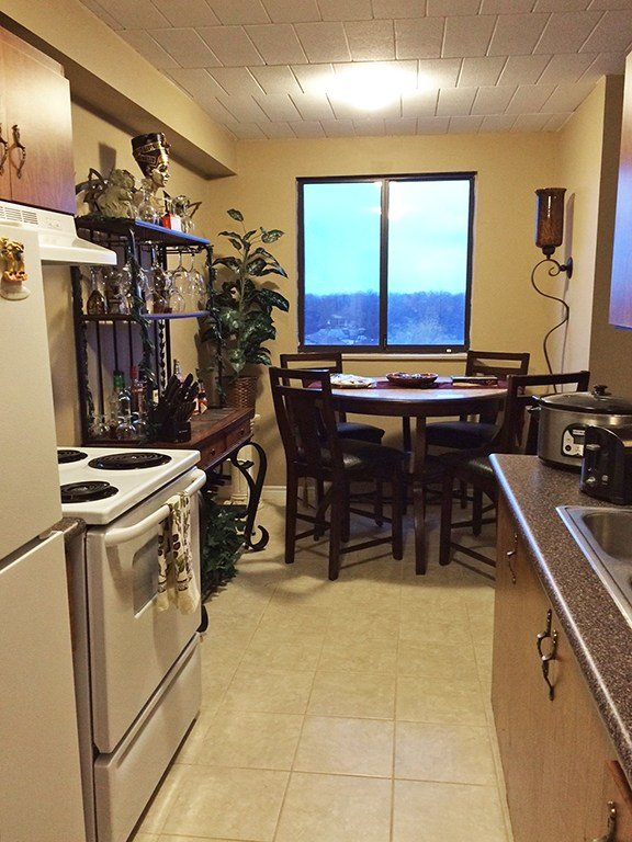 Best Windsor 2 Bedrooms Apartment For Rent Ad Id Sky 67697 With Pictures