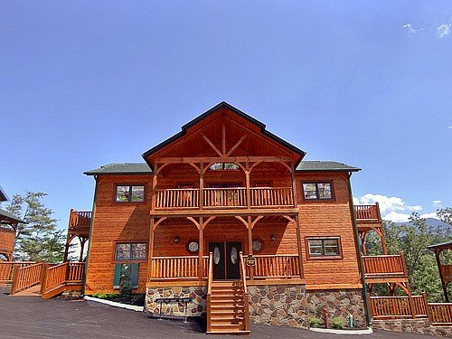 Best Gatlinburg Cabin Parkview Palace 7 Bedroom Sleeps 28 Jacuzzi Bunk Beds Swimming Pool With Pictures