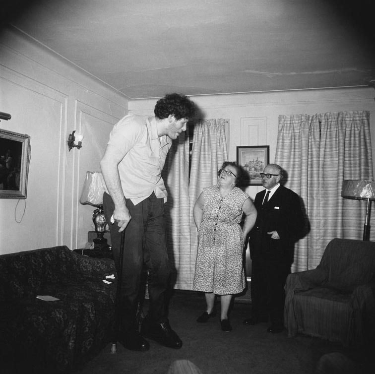 Best Diane Arbus A Jewish Giant At Home With His Parents In With Pictures