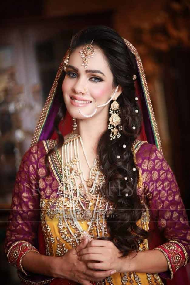 Free Pakistani Mehndi Hairstyles For Bridals In 2019 Fashioneven Wallpaper