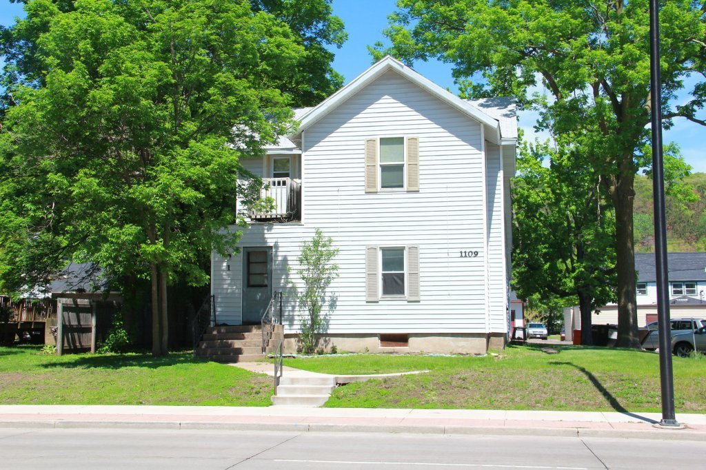 Best 1109 S Farwell St Apartment 2 Uwec Student Apartment With Pictures