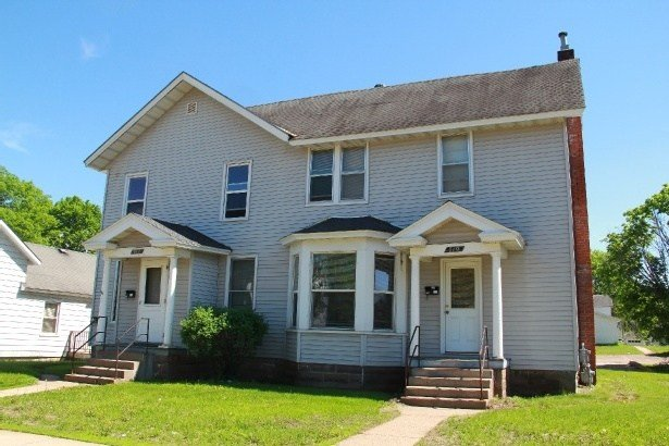 Best 719 Water St Uwec Student Apartment For Rent With Pictures