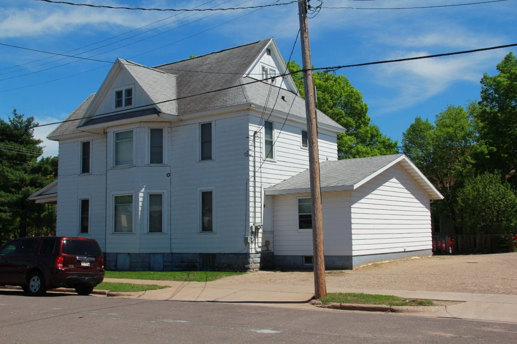 Best 802 1 2 S Barstow St Uwec Student Apartment For Rent With Pictures