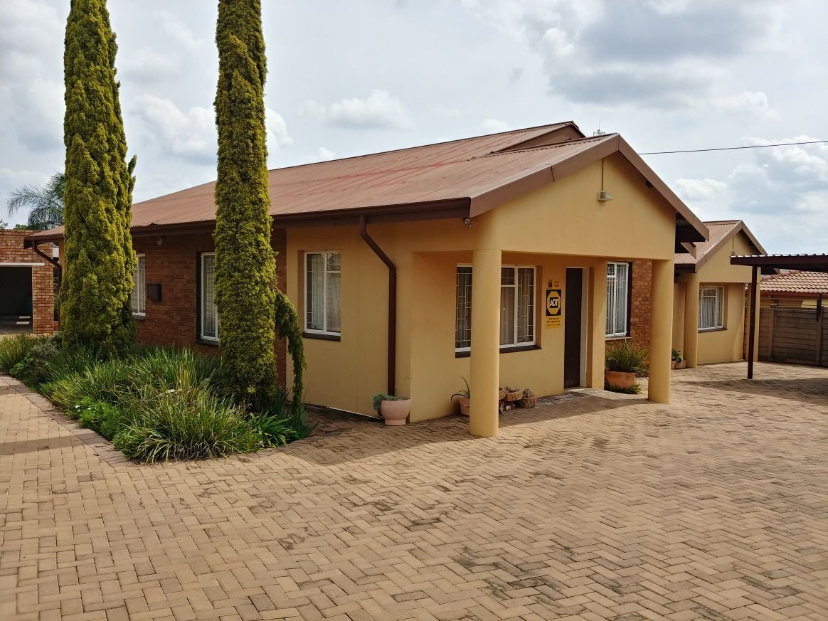 Best 6 Bedroom 2 Bathroom House For Sale In Kwaggasrand With Pictures