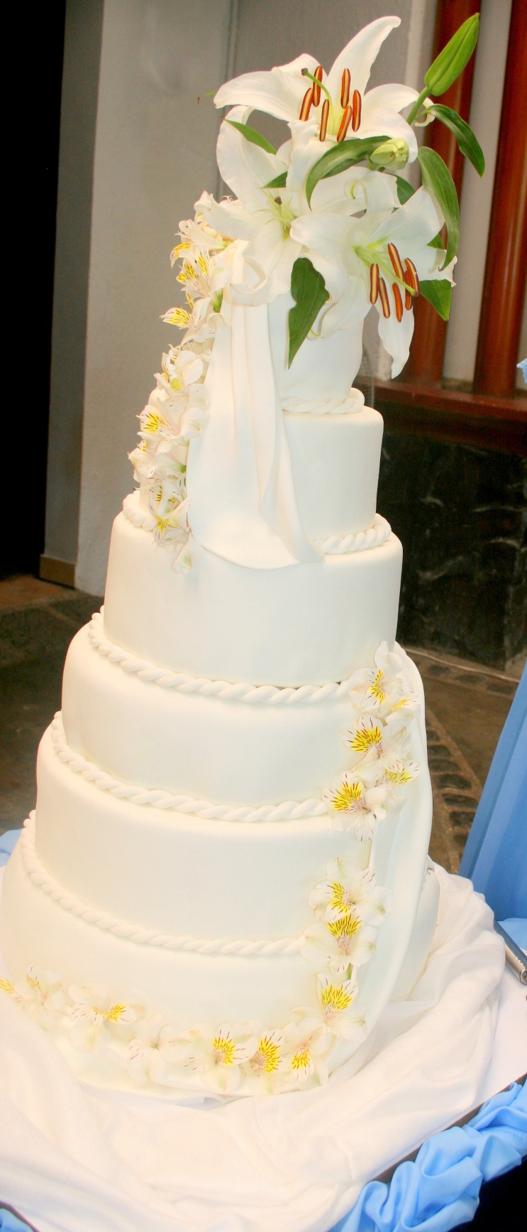 affordable wedding cake   Joy of Pastries Great Cheers