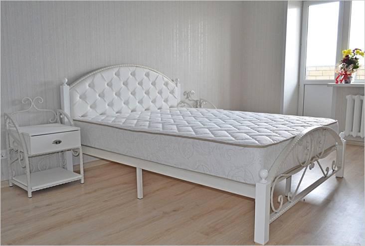 Декоративная отделка ножек металлической кровати