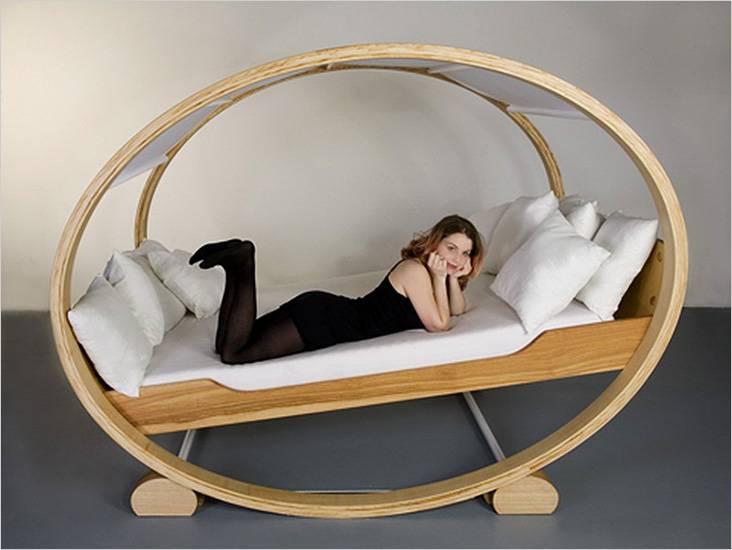 Διπλό κρεβάτι με τη μορφή ταλάντευσης