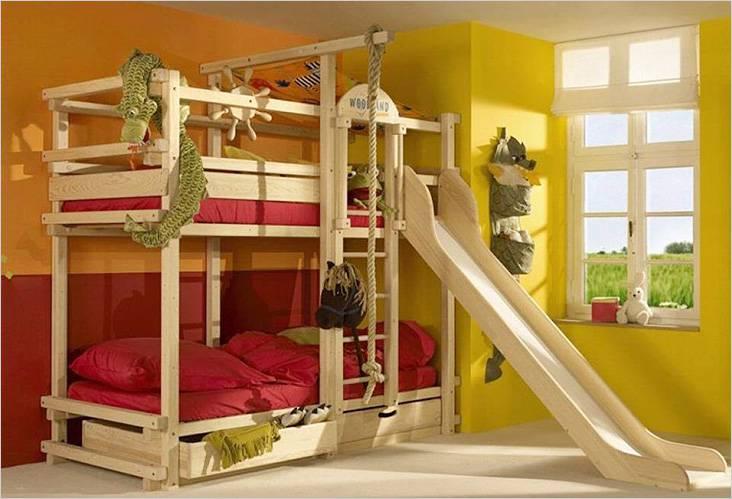 Κρεβάτι για ύπνο και παιχνίδια