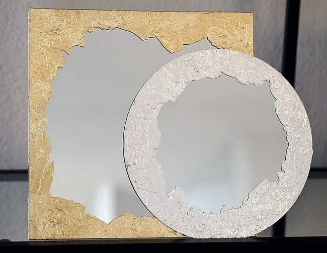 Decor peili gramal kulta omalla kädellään