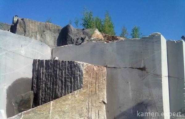Batoliths آرایه های سنگ بسیار بزرگ هستند، این منطقه می تواند به چند هزار کیلومتر مربع برسد؛