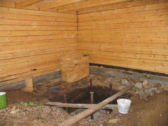 Pit sob a fundação para o forno