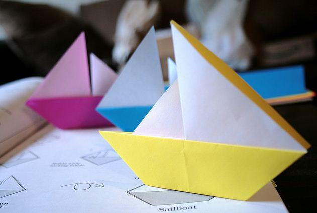 Hoe maak je een boot van papier? Instructie opvouwbare papieren boot doe het zelf fase 5
