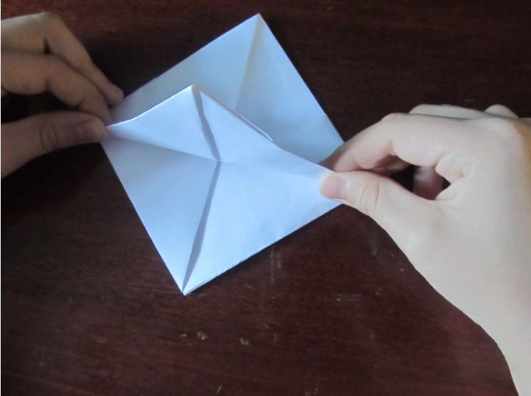 Как сделать кораблик из бумаги? Инструкция складывания бумажного кораблика своими руками этап 19