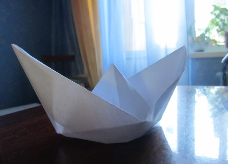 Hoe maak je een boot van papier? Instructie opvouwbare papierboot Doe het zelf fase 26