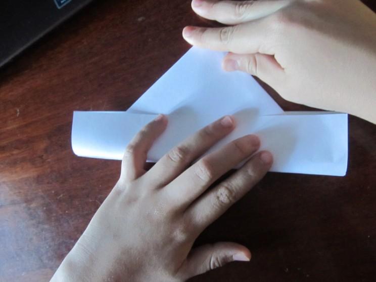 Как сделать кораблик из бумаги? Инструкция складывания бумажного кораблика своими руками этап 12