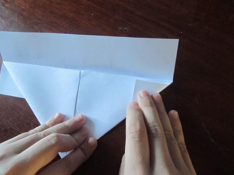 Как сделать кораблик из бумаги? Инструкция складывания бумажного кораблика своими руками этап 13