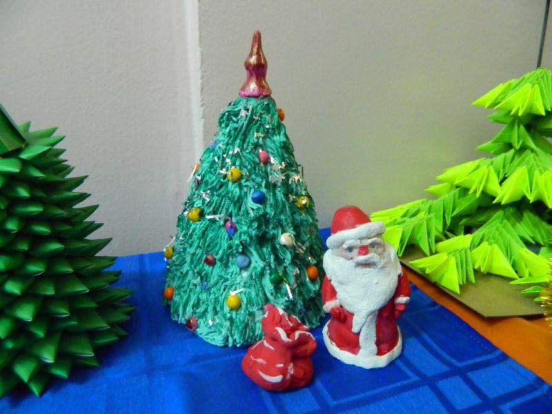 Χριστουγεννιάτικο δέντρο με τα χέρια σας για το Νέο Έτος & # 8212; Ιδέες φωτογραφιών και κύρια μαθήματα Στάδιο 140