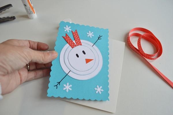 کارت های سال نو آن را برای کودکان انجام می دهند: کلاس های کارشناسی ارشد و قالب های کارت پستال برای سال نو 2021 مرحله 2