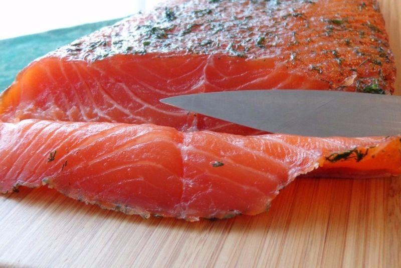 कम नमकीन सामन & # 8212; 7 होम स्टेज 16 पर सैल्मन व्यंजनों को हल करना
