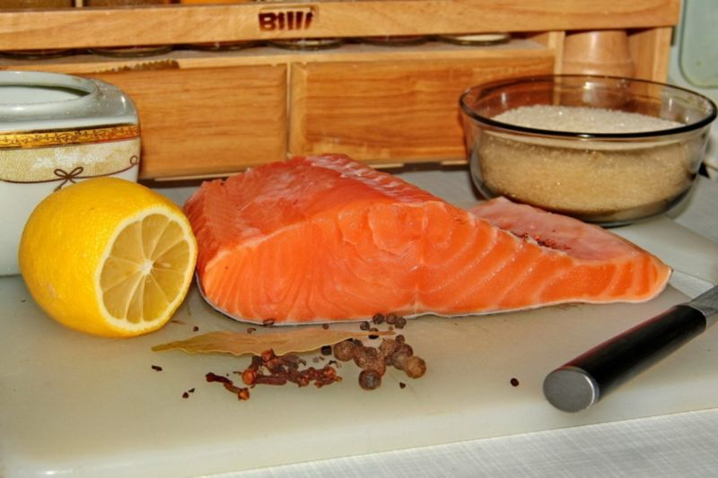 Salmon sốt muối thấp & # 8212; 7 công thức nấu ăn Salting Salmon ở sân khấu Gia đình 24
