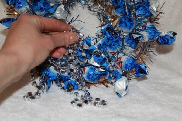 La ghirlanda del nuovo anno fai da te stesso. 12 lezioni master per la fabbricazione di ghirlande a casa 104
