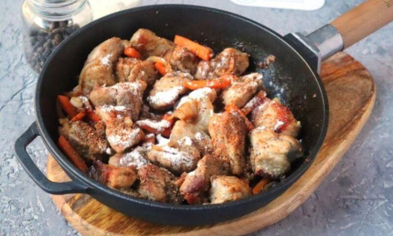 Carne de porco em uma frigideira: 9 Receitas simples e deliciosas Estágio 29