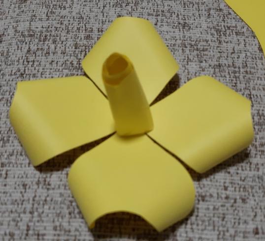 Paper Flowers & # 8212; Mga scheme at mga template para sa paglikha ng mga kulay ng papel na yugto 25.