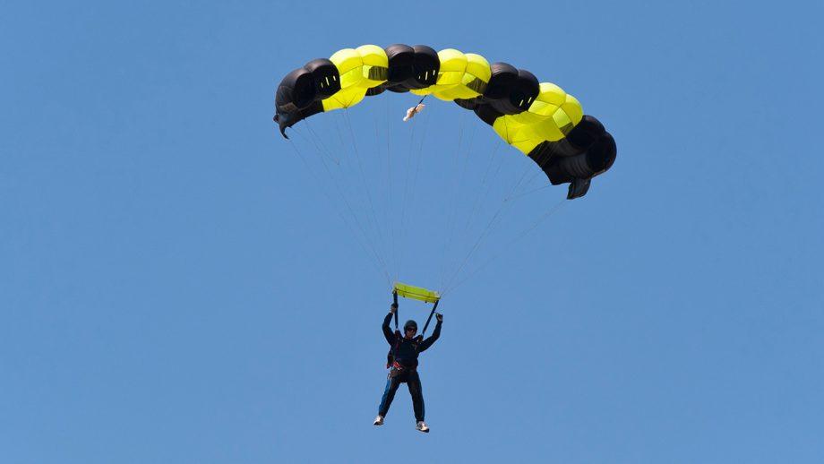 Trainer Parachuting