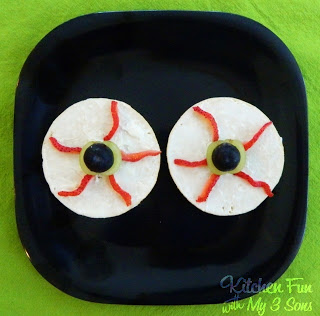 Eerie Eyeball Bagels made with The Laughing Cow Cream Cheese & Thomas Bagel Thins!
