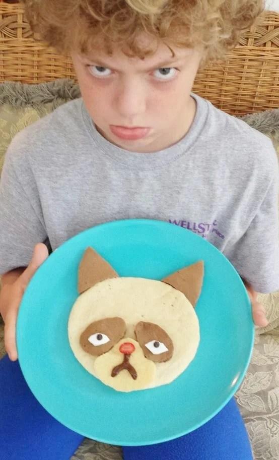 Grumpy Cat Pancakes for Breakfast